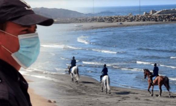 patrouille de la police équine sur les plages d'Alger