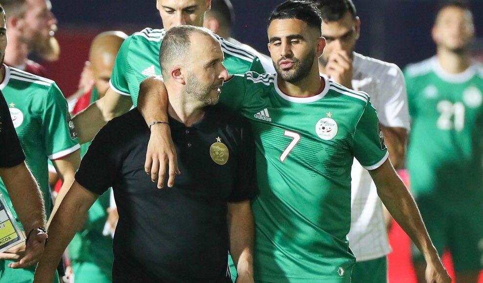 Belmadi et Mahrez en discussion