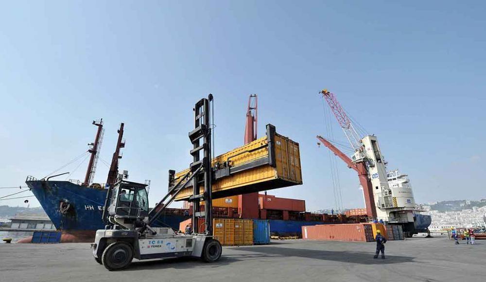 Port d'Alger téléchargement de marchandises