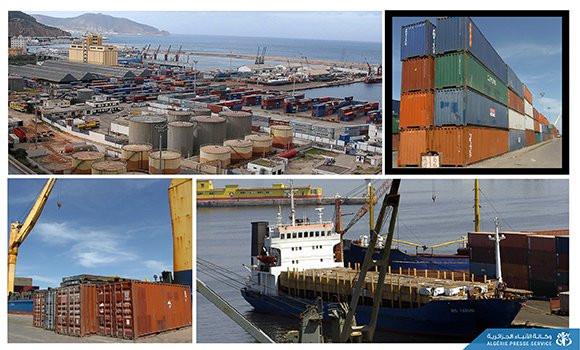 port d'Alger des bateaux qui déchargent