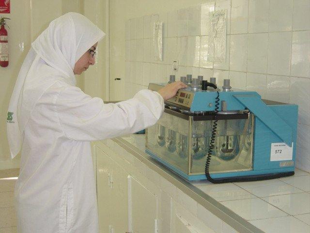 Une chercheuse du laboratoire Saidal