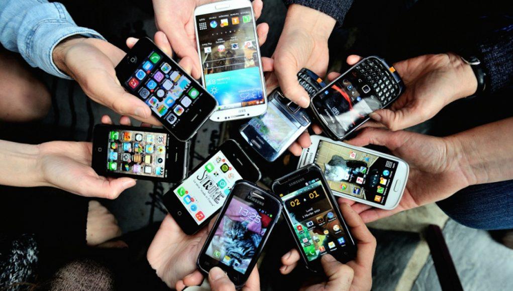 plusieurs téléphones mobiles