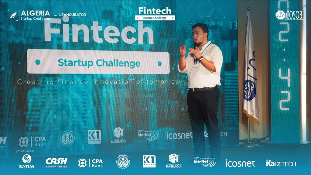 Un entrepreneur explique son projet d'entreprise lors du Algeria Challenge Startup