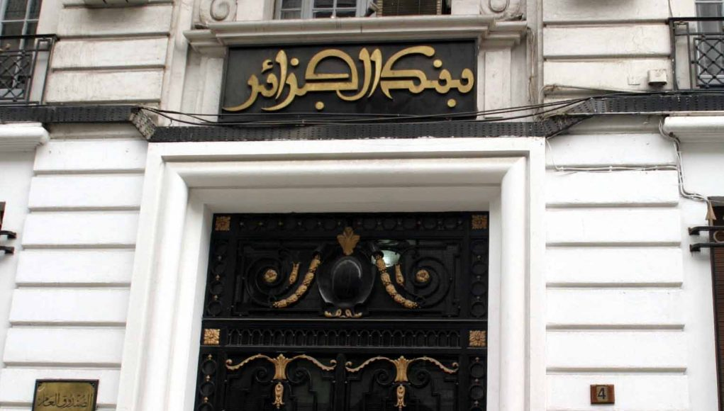 La banque d'Algérie régule l'ouverture et le fonctionnement des comptes en devises des commerçants et des professionnels non commerçants.