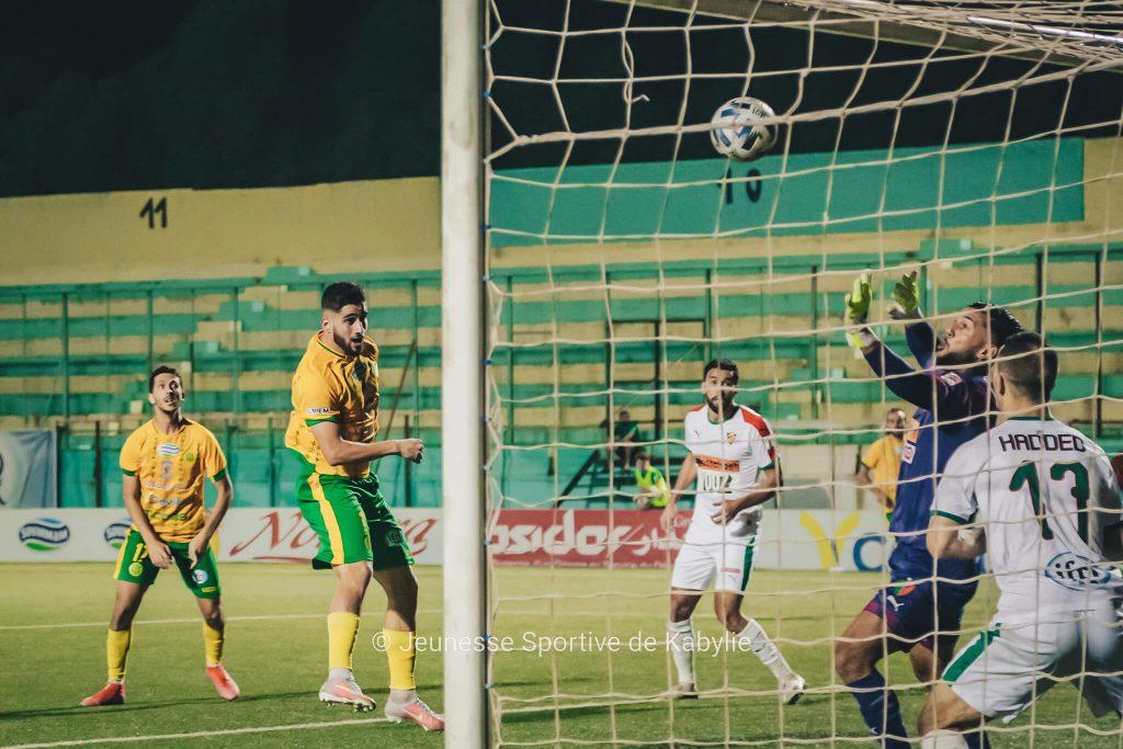 Hamroune marque de la tête pour la JSK face au MC Alger