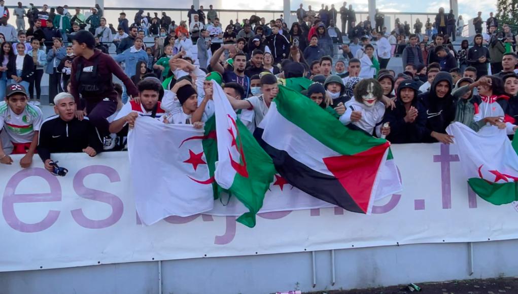 supporters algériens pour la finale Algérie Mali de la Coupe des nations Mantaises 2021