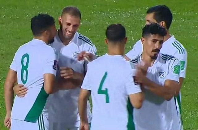 Slimani félicité par ses camarades